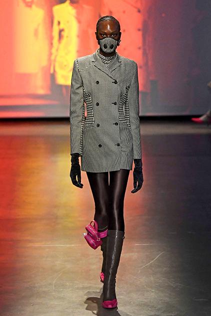 Показ французского модельера Марин Серр