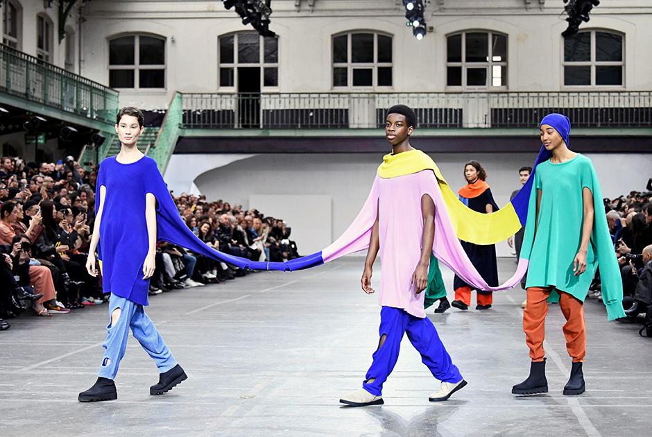 Показ бренда Issey Miyake на Неделе моды в Париже