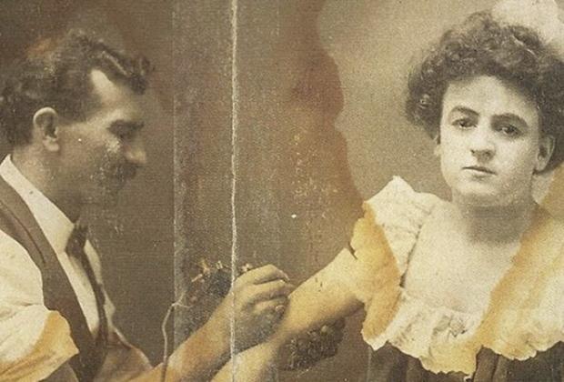 Гус делает татуировку Мод, 1910-е годы
