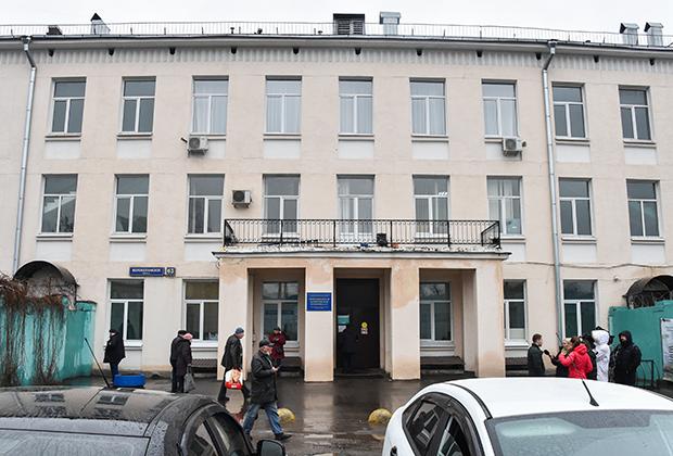 Здание Инфекционной клинической больницы №1 в Москве