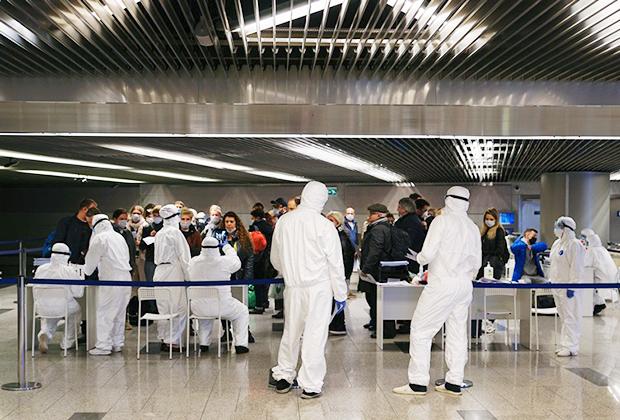 Проверка на коронавирус в московском аэропорту Внуково