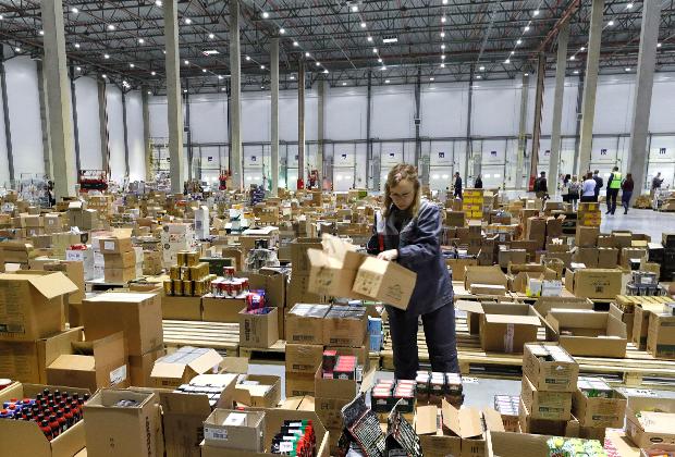 В Московской области открылись два логистических комплекса, где маркетплейс «Беру» будет хранить товары и собирать заказы покупателей. Один из них расположен в поселке Томилино, второй— в Софьино.