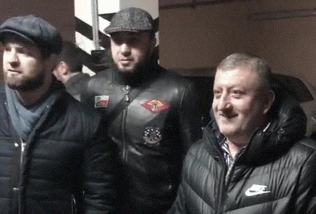 Халид Махмудов (крайний справа)
