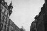 Парад вермахта (вооруженных сил нацистской Германии) в Вене 15 марта 1938 года после аншлюса Австрии Германией. Праздник открыл воздушный парад сил люфтваффе. Люди с восхищением следили за стремительным полетом эскадрильи, в которую входили бомбардировщики, истребители и самолеты-разведчики.
