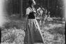 Портрет молодой австрийской девушки в лесу. Австрия в составе Третьего рейха после аншлюса в 1938 году.