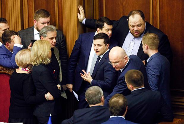 Зеленский на заседании Рады, где принято решение сменить правительство. 4 марта 2020 года