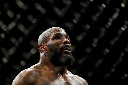 Боец UFC взвесился голым перед титульным поединком