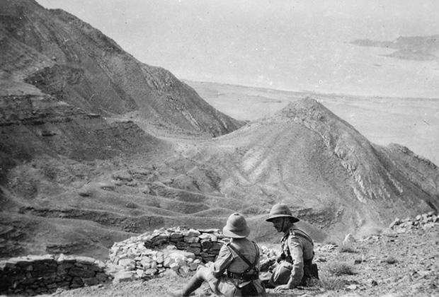 Оборона Красноводска. Офицеры 4-го гуркхского стрелкового полка Британской Индийской армии. 1919 год