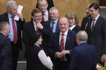 Геннадий Зюганов (в центре)