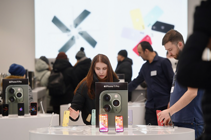 Россияне спаслись от обрушения курса рубля покупкой смартфонов