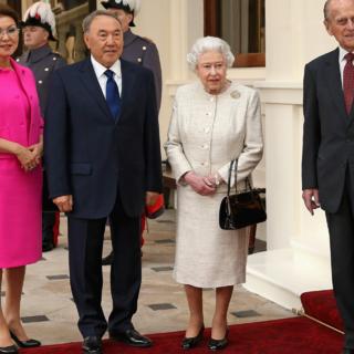 Дарига Назарбаева и Нурсултан Назарбаев во время встречи с королевской семьей в Лондоне