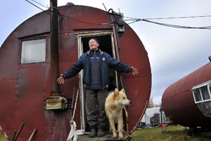Хранитель музея обороны полуострова Рыбачий Юрий Кобяков
