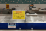 «Скидка на все — 30 процентов», — значится на рекламном объявлении, размещенном на фоне пустующего рыбного прилавка. Товара, продавцов и покупателей здесь нет, как и во многих других торговых точках города.