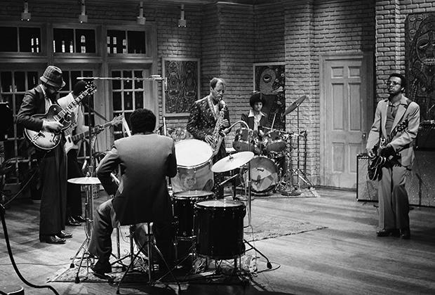 Орнетт Коулман и его группа Prime Time выступают на шоу Saturday Night Live в 1979 году