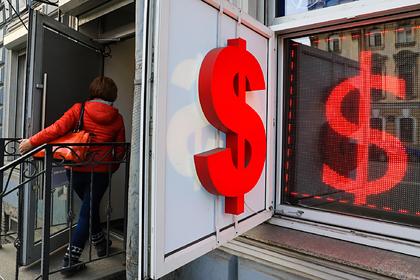 Курс рубля рекордно упал