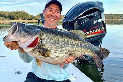 Рыболов поймал огромного форелеокуня