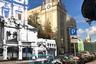 """Церковь Николая Чудотворца «Большой Крест», она же <a href=""""https://ru.wikipedia.org/wiki/Церковь_Николая_Чудотворца_«Большой_Крест»"""" target=""""_blank"""">«Никола Большой Крест»</a>, на Ильинке была разрушена в 1934 году. В последние годы жизни прихода там собирались так называемые «непоминающие» — противники новой церковной <a href=""""https://ru.wikipedia.org/wiki/Декларация_митрополита_Сергия"""" target=""""_blank"""">реформы</a>, проводимой советскими властями.<br><br>В настоящее время на месте храма находится небольшой сквер, а по соседству — приемная президента. Находящиеся рядом <a href=""""https://ru.wikipedia.org/wiki/Ильинские_ворота"""" target=""""_blank"""">Ильинские ворота</a> 1535-1538 годов постройки также были разобраны."""