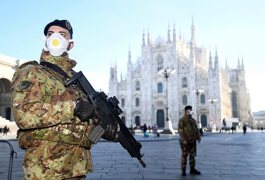 Военные возле Миланского собора