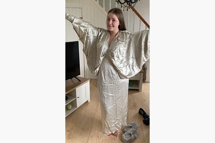 Любимый дешевый бренд россиян выслал студентке «наряд Иисуса» за 10 тысяч рублей
