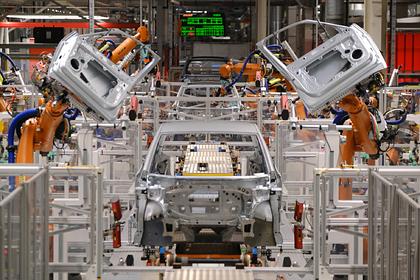 VW из-за коронавируса останавливает большинство заводов