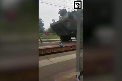 В Париж вошла военная техника