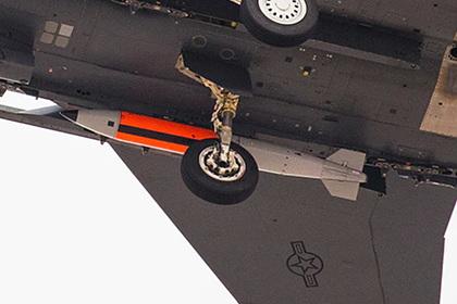 F-15E показался с новой ядерной бомбой