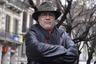 Чилийский писатель и кинорежиссер Луис Сепульведа заболел пневмонией после путешествия по Португалии. Вирус у него обнаружили, когда они с женой, поэтессой Кармен Яньес приехали в Испанию. Их госпитализировали в начале марта. 70-летний Сепульведа — автор книг «Старик, читавший любовные романы», «Мама-кот», «История одной очень медленной улитки, или Как важно быть собой», «История пса по имени Верный». В 2002-м он выпустил фильм «Нигде».