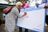 Вирус также нашли у замминистра здравоохранения Великобритании, члена парламента страны Надин Доррис. Сразу после получения результатов теста 62-летняя чиновница самоизолировалась. Сообщалось, что за день до этого Доррис встречалась с премьер-министром Великобритании Борисом Джонсоном.