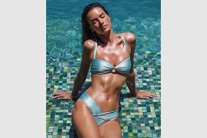 Модель Victoria's Secret поделилась фотографиями в бикини