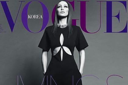 Самая красивая в мире женщина попозировала в откровенном наряде для Vogue