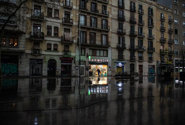 Работающая аптека в Барселоне