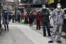 """Жители одного из районов китайского Уханя стоят в очереди за овощами, приобретенными вскладчину. Этот город в провинции Хубэй стал первым очагом коронавируса SARS-CoV-2 в декабре 2019 года. Точная причина возникновения инфекции пока не установлена.<br><br>19 марта в Ухане впервые с начала эпидемии <a href=""""https://lenta1.ru/news/2020/03/19/wuhan_clean/"""" target=""""_blank"""">не зафиксировали</a> ни одного нового случая заражения. Всего в Китае насчитывается более 81,1 тысячи заразившихся. Из них 70,5 тысячи вылечились, 3245 человек скончались."""