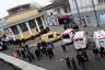 Днем 29 марта стало известно, что таксисты, воспользовавшись ситуацией, подняли цены на поездки в сотни раз: до 3000 рублей (почти 100 долларов). При этом некоторые автолюбители добровольно выезжали на своих машинах, чтобы бесплатно перевозить пострадавших; был создан сервис Helpcar в Twitter для людей, готовых безвозмездно подвозить попутных пассажиров. Мосгортранс выделил около 80 автобусов для перевозки пассажиров метро. <br></br> Помещения станций в результате терактов пострадали незначительно. Уже к 17:00 движение поездов было восстановлено, но на «Лубянке» поезда не останавливались. Восстановление происходило поэтапно: сначала был открыт участок красной линии от «Юго-Западной» до «Парка культуры», в то же время станции были открыты для пассажиров на вход и выход. «Лубянку» открыли в 17:10.