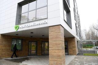 Здание детской поликлиники на улице Академика Анохина в Москве.