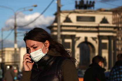 Власти Петербурга попросили туристов не приезжать