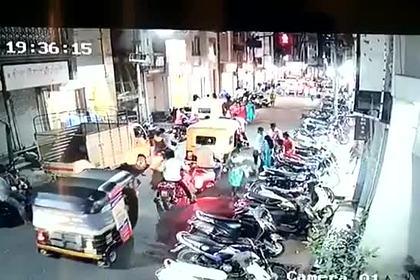 Чихнувшего мотоциклиста побили за распространение коронавируса