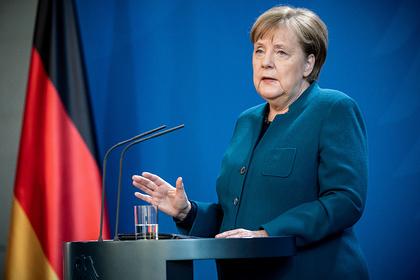 Сделавший Меркель прививку врач заразился коронавирусом