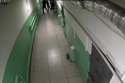 Массовый побег арестантов из российского изолятора попал на видео