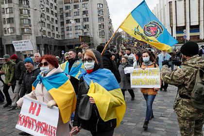 Зеленский обвинил оппозицию в мародерстве на фоне коронавируса