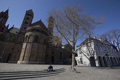 В Нидерландах запретили собрания больше трех человек