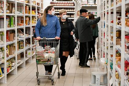 Россиянам посоветовали мыть купленные продукты вместе с упаковкой
