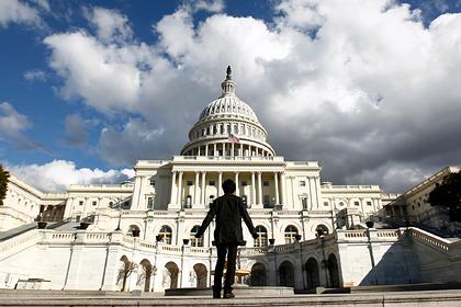 В Конгрессе захотели раздать американцам еще больше денег из-за коронавируса