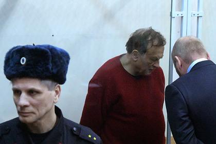 Олег Соколов (в центре)
