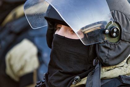 Спецназ Росгвардии взял штурмом квартиру с заложницей в Москве