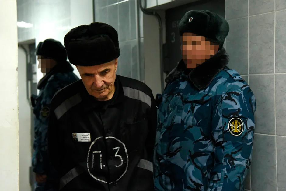 Отбывающий пожизненный срок Александр Зубарев (слева) в «Торбеевском централе»