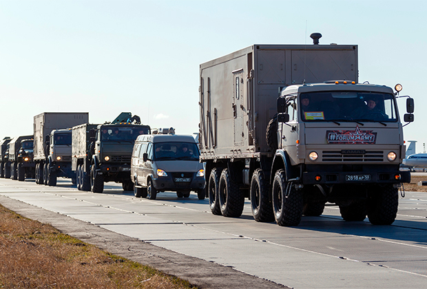 Колонна российских автомобилей с медицинским оборудованием, которую отправили в Италию в качестве гуманитарной помощи