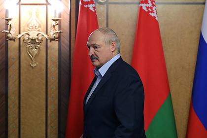 Лукашенко отказался принимать особые меры для защиты от коронавируса