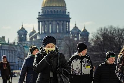 Путин призвал россиян поберечь себя и остаться дома