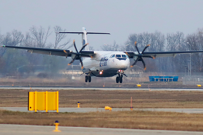 У российского самолета с пассажирами загорелся двигатель перед взлетом