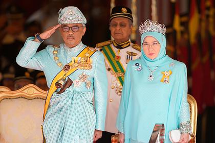 Верховный правитель Малайзии ушел на карантин вместе с женой из-за коронавируса